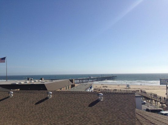 Beach House Inn and Suites: You can see Pismo Beach Pier from the balcony!