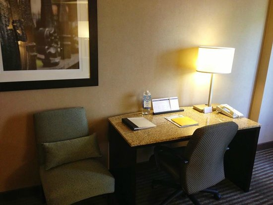 Hyatt Regency Greenville: Workstation desk