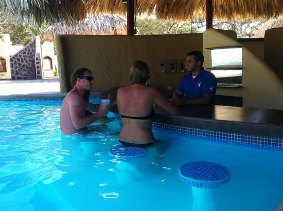 Surf Ranch Hotel & Resort: swim up bar