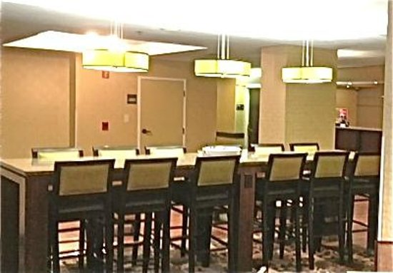 Hampton Inn Tampa / Brandon: Lobby and Seating