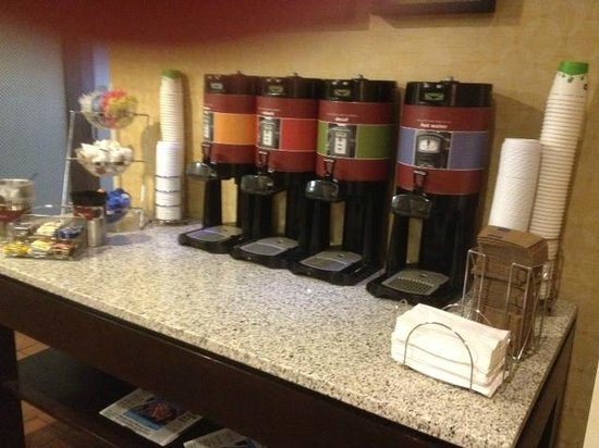 Hampton Inn Tampa / Brandon: Free Coffee
