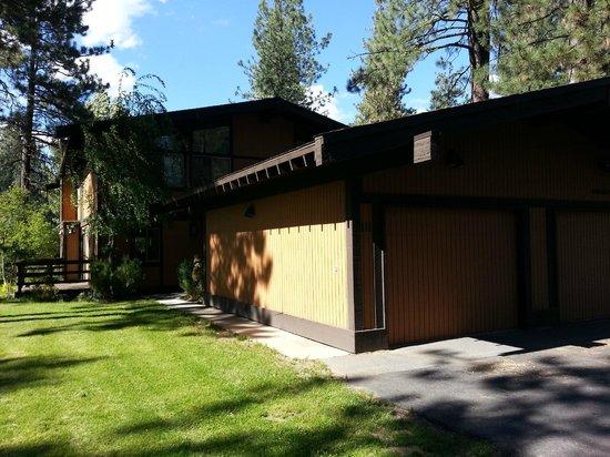 Graeagle Meadows Vacation Rentals & Real Estate: Front of condo #111