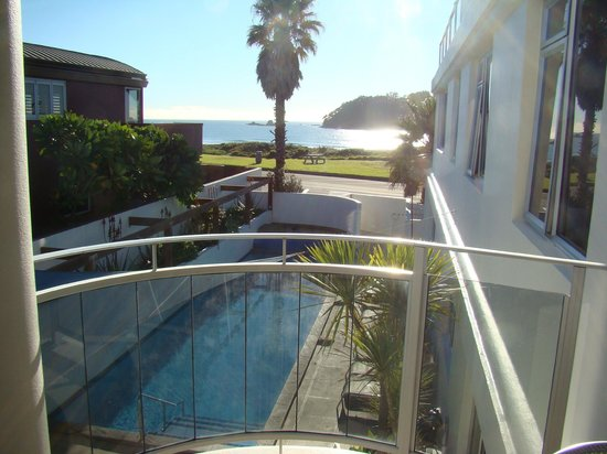 Belle Mer Beachfront Apartments: Level 2 (1 or 2 bedroom apartment) sea view from the balcony