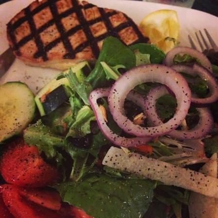 Gadaleto's Seafood Market & Restaurant: grilled tuna With sallad