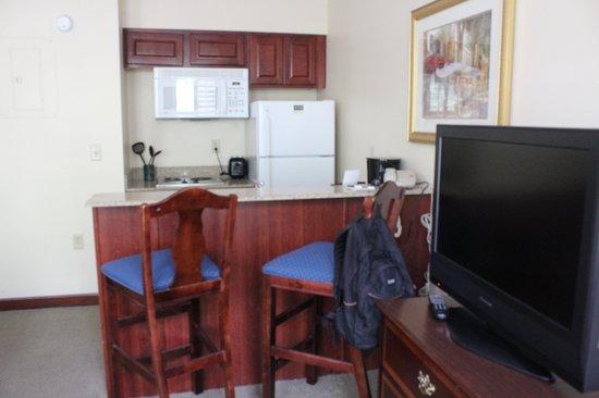 Staybridge Suites Savannah Historic District: kitchen area
