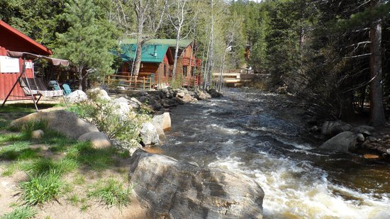 写真Swiftcurrent Lodge On The River枚