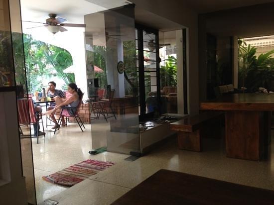 Los Mostros Hostel: downstairs
