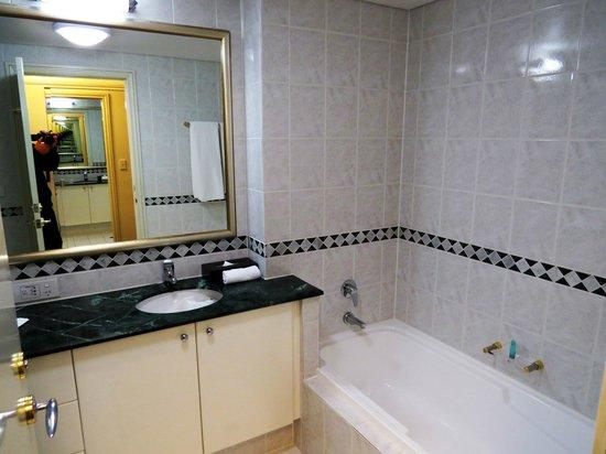 The Sebel Quay West Auckland: Room 2207 bathroom