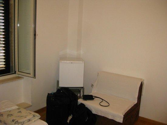 Apartments Malena: Twin room - chair and mini-fridge
