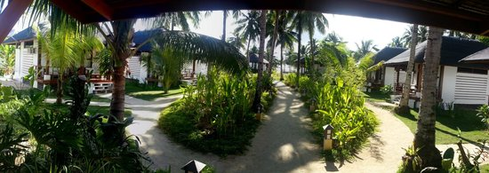 Isla Cabana Resort: View of interior pathways from the main building