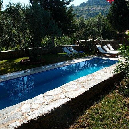 StoneHouse ByIpek FarmHouse: Gorgeous pool, with wonderful sitting options