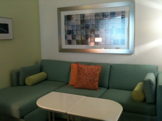 SpringHill Suites Houston The Woodlands: Sofa