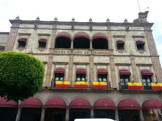 Hotel Virrey de Mendoza: Fachada