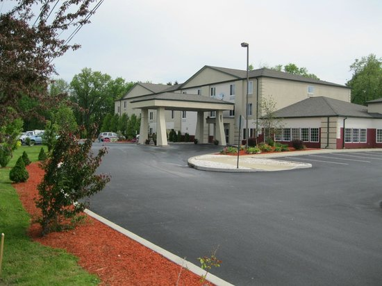 Best Western Harrisburg/Hershey Hotel: A Panoramic view of Hotel Building and entrance