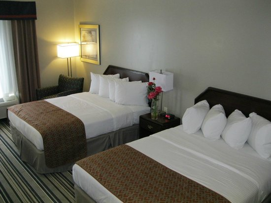 Best Western Harrisburg/Hershey Hotel: two queen beds for the family confort