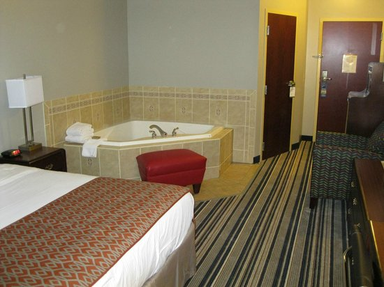 Best Western Harrisburg/Hershey Hotel: Enjoy the stay in the room with King size bed and whirlpool