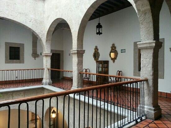 Hotel Virrey de Mendoza: Balcones interiores