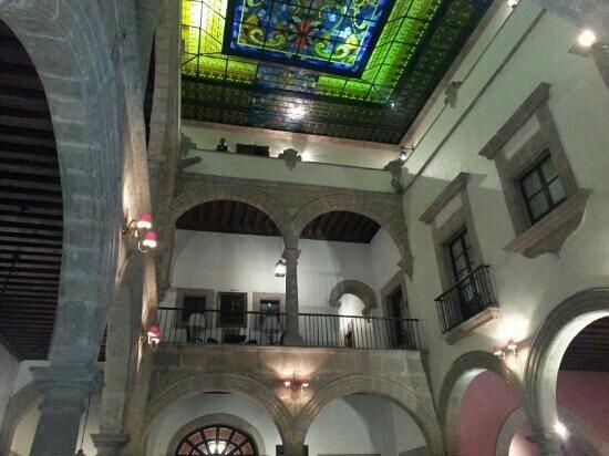 Hotel Virrey de Mendoza: Lobby hacia balcones