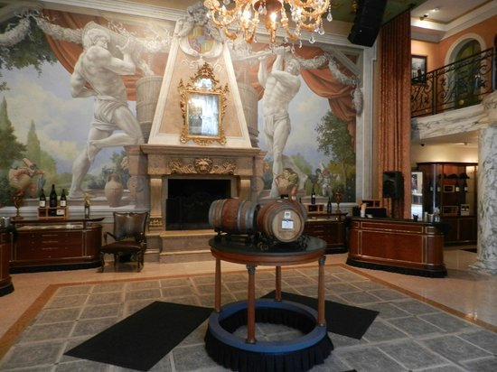 Del Dotto Vineyards & Winery: Inside Entry