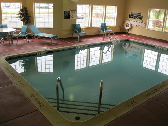 Best Western Harrisburg/Hershey Hotel: Upgraded Indoor Swimming Pool with furniture to relax