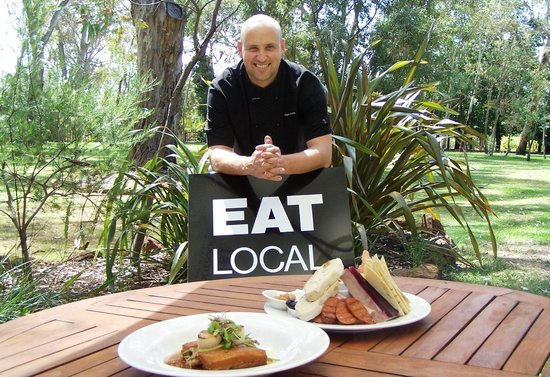 Woodstock Coterie: Our Executive Chef, Nigel Munzberg.. makes sure our produce is local!