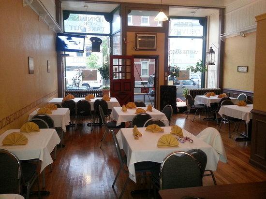 Mediterraneo Restaurant and Pizza: Mediterranean Food