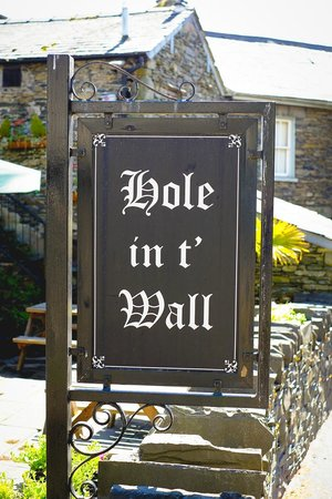 Hole in t'Wall: The Sign