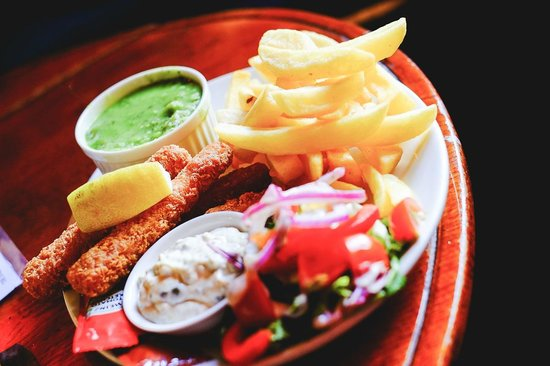 Hole in t'Wall: Fish and Chips with Fish Fingers