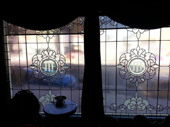 ‪ميزباه هوتل: Leaded glass front window‬