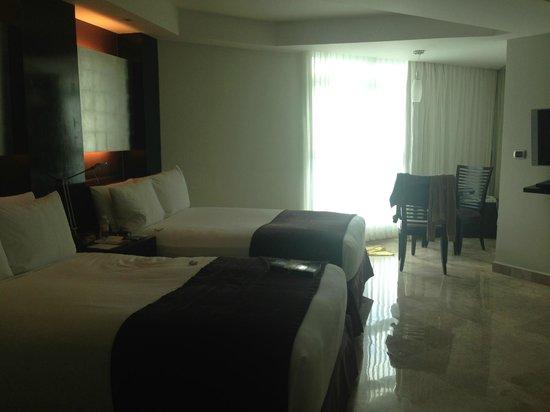 ME Cancun: regular ocean view room