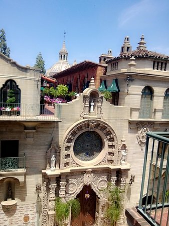 Mission Inn Restaurant: A breathtaking picture at every turn
