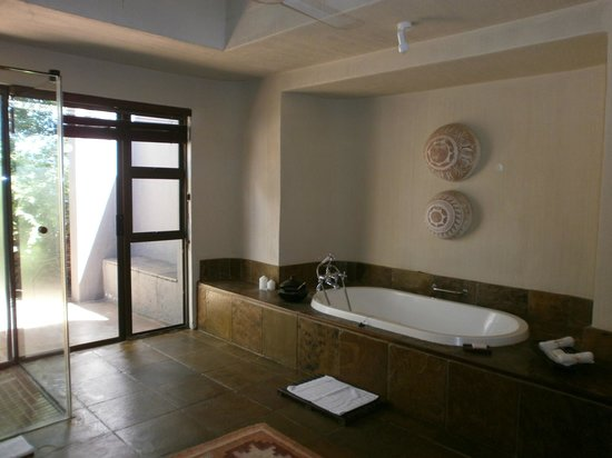 Sabi Sabi Bush Lodge: Our bathroom