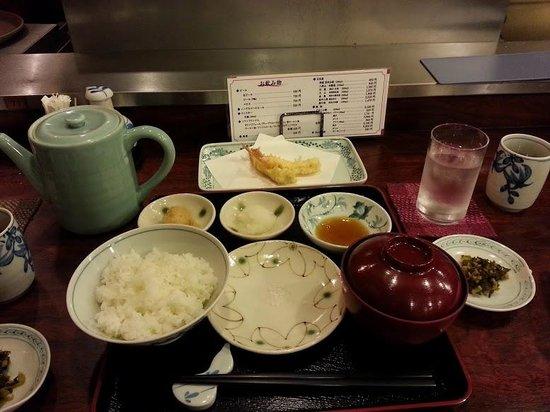Shinjuku Tsunahachi Sohonten: My tempura meal setup!