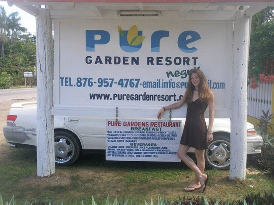 Pure Garden Resort: sign