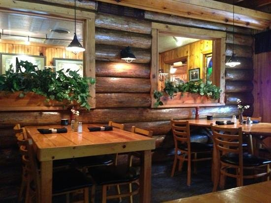 Powder House Lodge Restaurant : decor