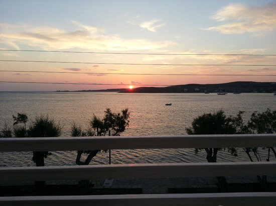 Hotel Paros: Sunset from my room.