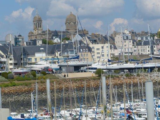 Hotel ibis Granville Port de Plaisance: vue de l'hôtel