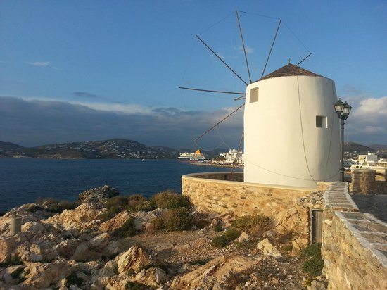 Hotel Paros: Classic Greek windmill in Parikia