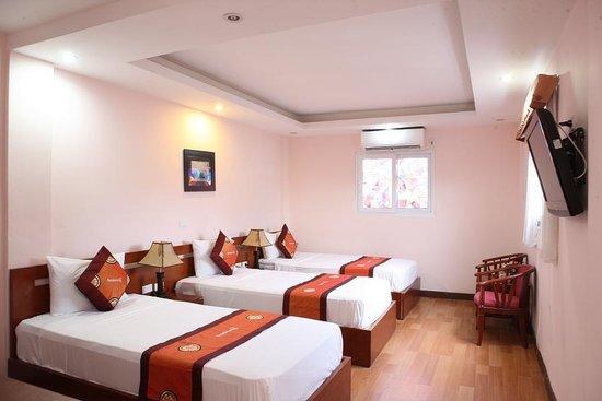 Hanoi Rendezvous Hotel: triple room