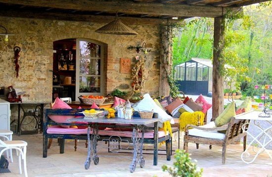 Terrace overlooking valley vineyard picture of - Agriturismo san casciano dei bagni ...