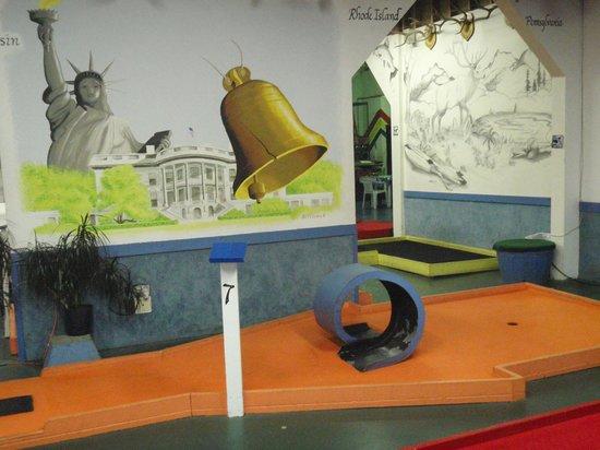Putt N Bat: Liberty Bell art and hole #7.