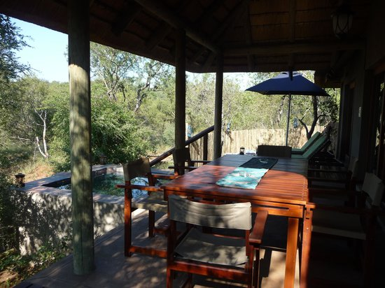 Raptor Retreat Game Lodge : the self catering unit