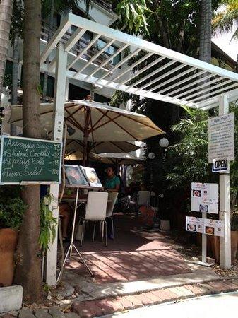 Diana-Oasis Residence Hotel/Studios & Garden Restaurant: 受付兼レストラン