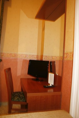 Dreaming Roma B&B: a room was equipped with a TV