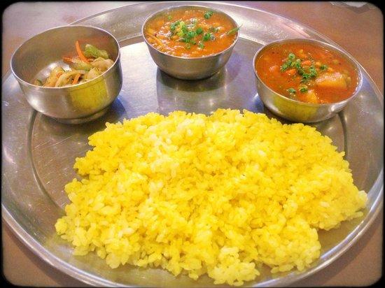 Shinjuku Bombay: Shinjukubonbei Lunch Set includes Nan