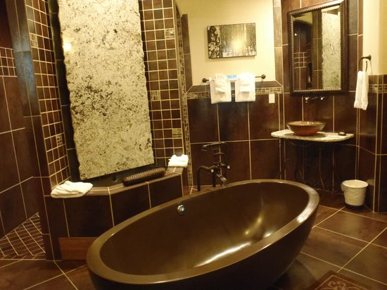 Della Terra Mountain Chateau: bathroom
