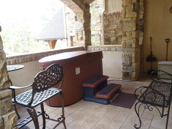 Della Terra Mountain Chateau: our balcony hot tub