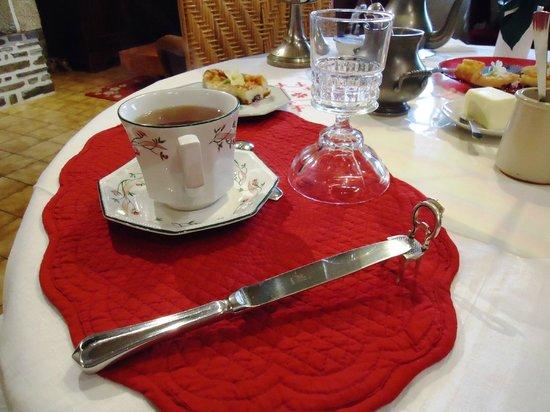 L'Angeviniere - Gites et Chambres d'Hôtes: Breakfast