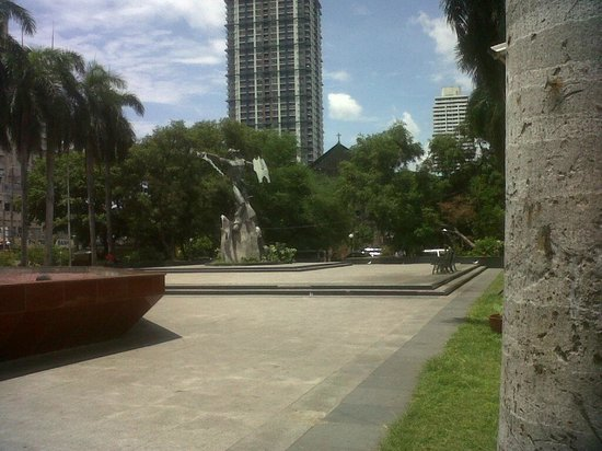 Plaza Rajah Sulayman: back view of the plaza