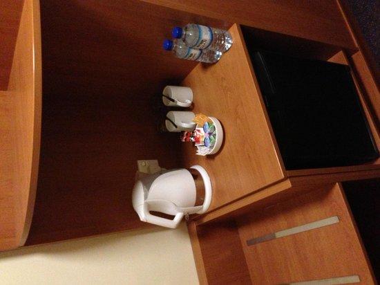 Premier Inn Abu Dhabi Capital Centre Hotel: Room
